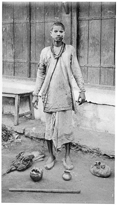 Агхори-нищий. Из иллюстраций  «Племена и касты центральных провинций Индии», 1916